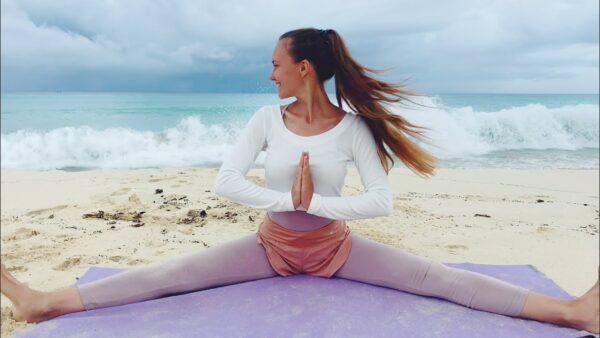 йога самаконасана